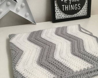 Chevron Blanket/Baby/Crochet/bedding/throw/Baby shower/afghan/Grey/White/Crib/Moses basket/monochrome/car seat/stroller/buggy/zigzag