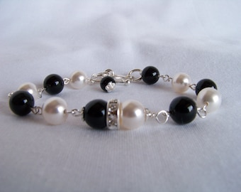 Black and White Bracelet - Onyx and Pearl Bracelet - Wedding Jewelry - Black and White Bridal Bracelet - Gifts for Wives - Bridal Jewelry