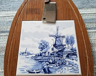 Vintage Delft Blue Cheese Cutting Board with Rostfrei Knife / Retro Cheese Board with Windmill Tile / Hanging Cheese Cutting Board & Knife