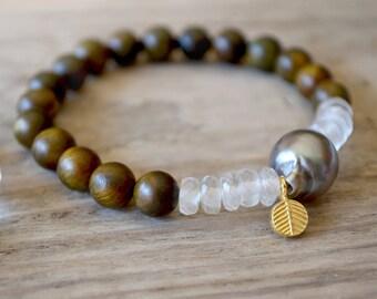 tahitian pearl bracelet /// genuine tahitian pearl + african moonstone + fragrant sandalwood bracelet /// gemstone stacking stretch bracelet