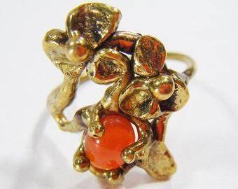 Vintage Gold Toned Floral Ring w/ Orange Stone Size 9 3/4
