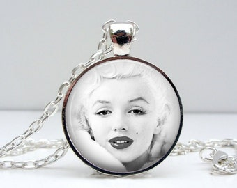 Marilyn Monroe Necklace : Snow White Glass Picture Pendant Photo Pendant Handcrafted Jewelry  (1093)