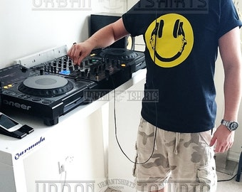 SMILEY DJ HEADPHONES , Dj T-shirt / Premium Quality ! - Made in London / Fast Delivery to the Usa , Canada , Australia & Europe !