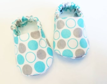 Baby Booties, Baby Gifts, Baby Crib Shoes, Baby Moccs, grey and baby blue Baby Shoes, Polka Dot Baby Slippers, Blue and Grey Slippers, Gray