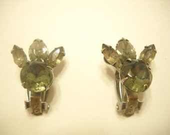 Vintage SMOKEY GRAY And Smokey Green RHINESTONE Clip Earrings (3808)