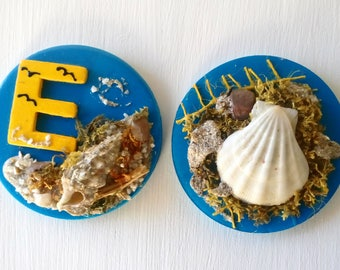 Set of 2 magnets with letters, pair magnets with chells and sand, decorative image, magnets nautical lovers, coastal party, boda costal, art