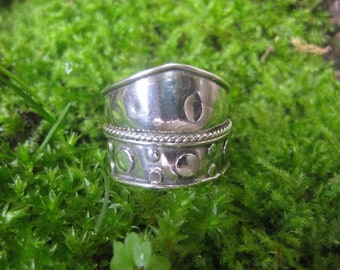 VINTAGE sterling silver bohemian gypsy shield ring wide  thumb classic hippie