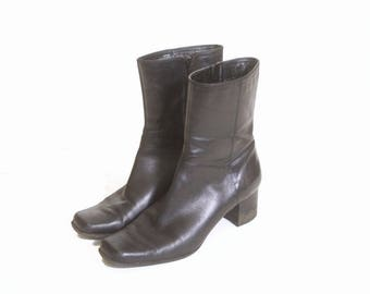 Vintage 1990s Women's Nine West Zip Up Heeled Black Ankle Boots size 6 and a half