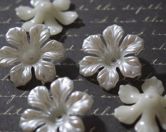 5 large beads 26mm acrylic pearly white bead caps