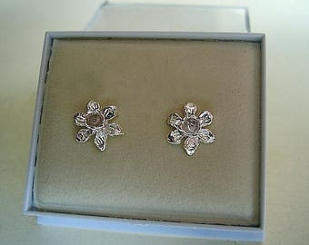 One pair of Daffodil Sterling Silver Or 9ct Gold Stud earrings