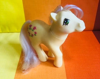 Vintage G1 My Little Pony Hasbro Posey Dark Pink Tulips Yellow Body White Hair 1984 Made In Hong Kong