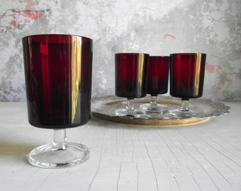 Red Wine Glasses , Set of 4 Ruby Luminarc Glasses , Cavalier Verrerie D'Arques France Glassware , Red Party Glassware , Vintage Barware
