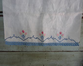 Vintage Embroidered Hand Towel with Crochet Trim Floral Hand Stitched