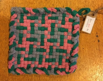 too pot to handle: woven cotton potholder