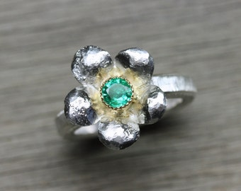 Emerald Flower Engagement Ring Silver 18k Yellow Gold Rustic Spring May Birthstone Large Green Yellow Boho Floral Bridal Band - Smaragdblume