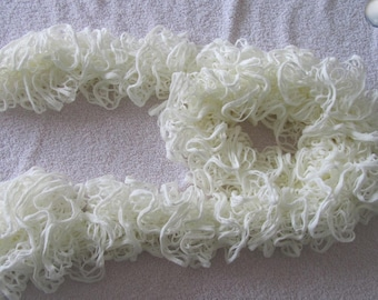"Long ""rustle"" Ecru lace scarf"