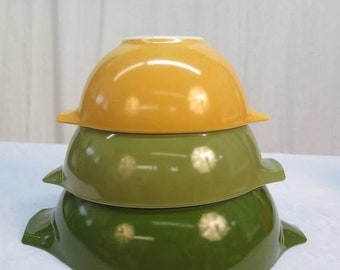 BTS Set of 3 Pyrex  Nesting Mixing Bowls with Handles