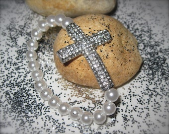 """Bracelet Faux white pearl with Silver color Rhinestone cross.     """" Silver Lady"""""""