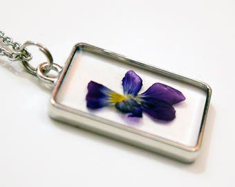 Real Pansy Flower Necklace / Real Flower Resin Necklace / Resin Flower Jewelry / Pansy Necklace / Pressed Flower Jewelry / Pansy Pendant