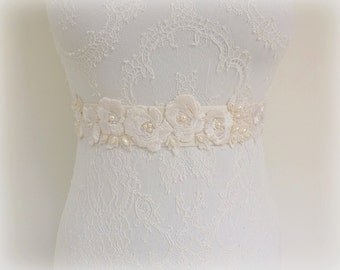 Floral elastic waist belt. Ivory lace flowers embroidery decorated with Ivory pearls. Bridal dress belt. Ivory/ Champgne/ White