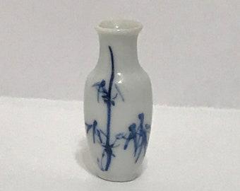 """Dollhouse Miniature Blue & White 1"""" scale Porcelain Vase"""