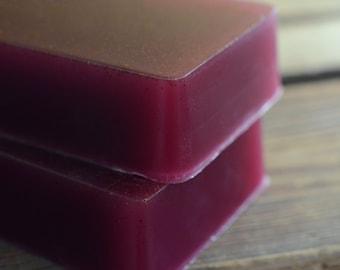 Savon figue marocain avec des graines d'abricot, savon à la glycérine à la main