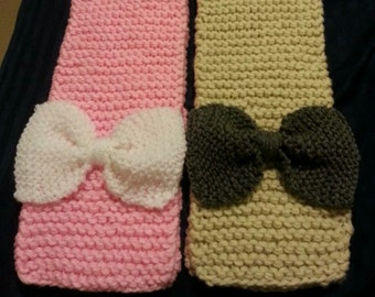 Knitted Girl scarve with bow