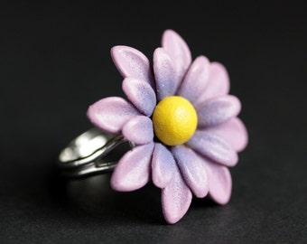 Daisy Ring. Metal Daisy Flower Ring in Pink, Purple, Orange, White, or Turquoise. Adjustable Ring. Flower Jewelry. Handmade Jewelry.