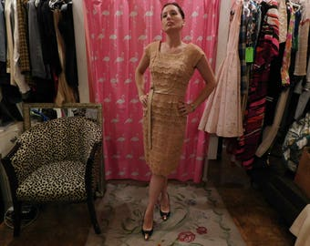1950's lace beige dress/ Satin lining / metal zipper/  True vintage / pin-up/ glam/