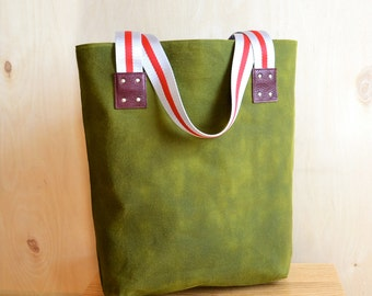Tote Bag with Pockets Woman, Waxed Canvas Everyday Bag Ladies, Shopper Market Shoulder Bag, Gift Idea for Her - The LF Tote in Moss Green