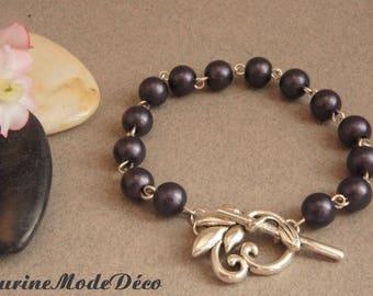Bracelet blue gray pearls.