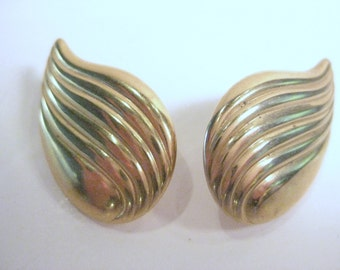 Vintage Scalloped Wing Gold Tone clip on earrings