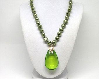 Fascinating Green Beaded Teardrop Gold Tone Estate Pendant Necklace
