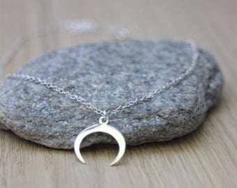 Half-moon silver necklace - horn silver sterling necklace - minimalist necklace - ethnic necklace - fine silver necklace - silver choker