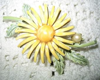 Vintage 60s Enamel Daisy Flower Brooch