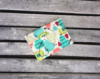 3 sizes available  Sandwich or Snack Bag, Reusable lunch bag  fold over or Snap closure, Food Safe PUL-Perfectly Pear