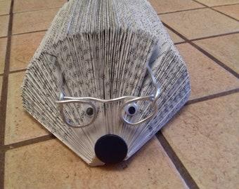 Hedgehog carries letters