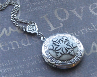 Snowflake Locket, Winter Bride Necklace, Snowflake Jewelry, Locket Necklace, Wedding Jewelry, Photo Picture Locket Gift For Her Enchanted
