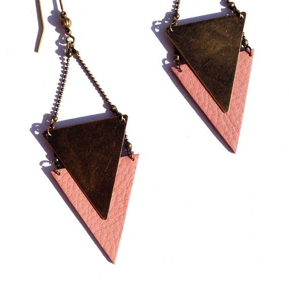 "Triangle graphic pastel powder pink leather - model - CHEYENNE jewelry ethnic earrings / Hippie - Collection ""Indian summer"""