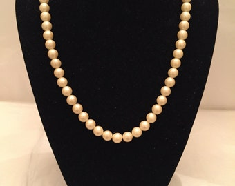 Creme Pearl Necklace