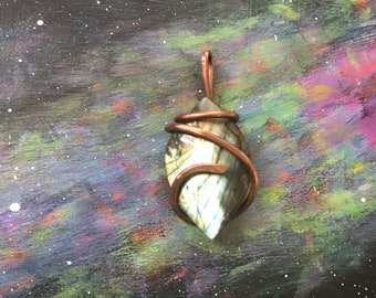 Wire wrapped pendant with labradorite