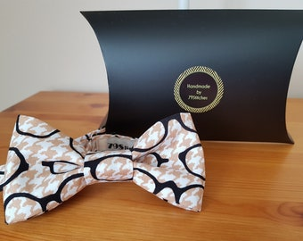 Quirky Glasses print adjustable pre-tied Bowtie