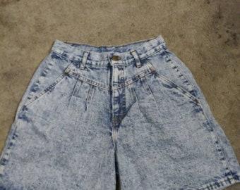 1980's Chic High Waisted Acid Wash Shorts. Women's High Waisted Denim Shorts. Vintage Mom Shorts. Denim Mom Shorts. Acid Wash Mom Shorts