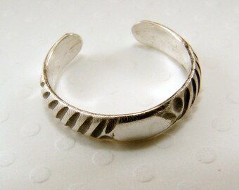 Sterling Silver Pattern Toe Ring - Toe Ring, Silver Toe Ring, Sterling Toe RIng, Pattern Toe Ring, handmade toe ring