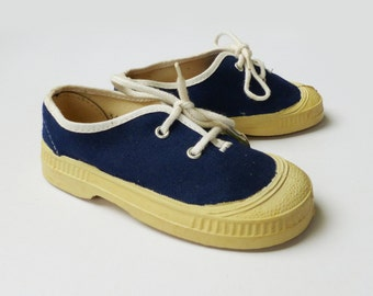 Vintage New Old Stock 70s  Coton Trainers  French Stock  EU 23