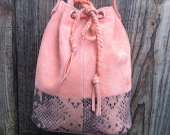 "Bucket bag, bucket bag ""JOSEPHINE"" in pink leather and leather snake effect."