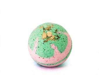 Jasmin Bath Bomb/Bath Product/Gift/Essential Oil Bath Bomb/Handmade Bath Bomb/Fizz/Natural Bath product/Bath/Gift for her/Handmade Soap