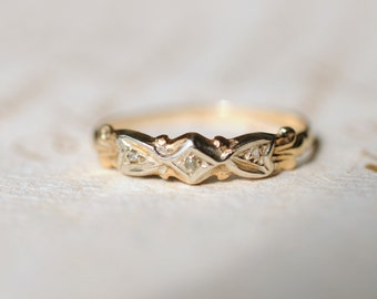 Dainty vintage 10k yellow gold and white gold three stone diamond ring. bow ribbon. engagement. Size 4.5
