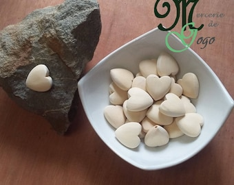 2.2 heart shaped wooden bead cm.