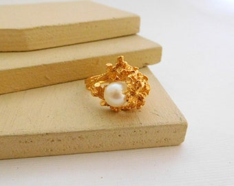 Vintage Gold Plated White Pearl Coral Reef Design Cocktail Ring Size 7 R3